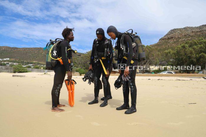 product image scuba divers in scuba gear