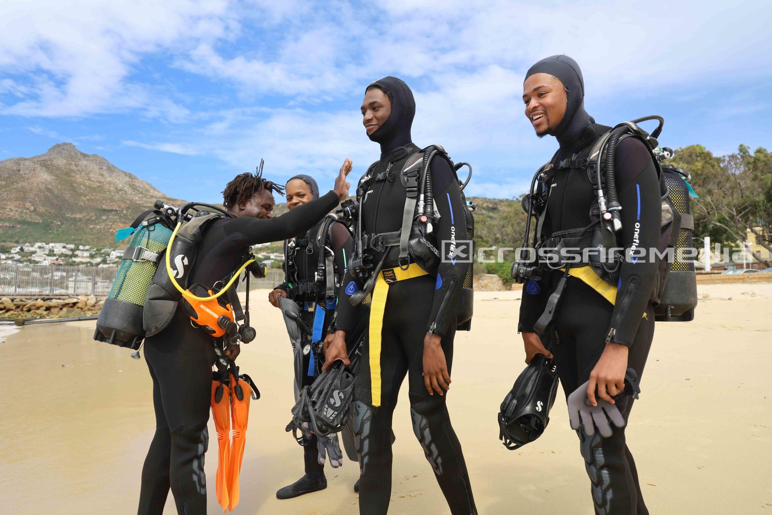 product feature images scuba divers in scuba gear